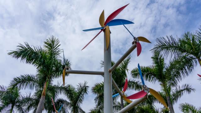 timelapse, väderkvarn omgiven av palmträd med blå himmel bakgrund - xiamen bildbanksvideor och videomaterial från bakom kulisserna
