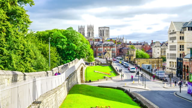 timelapse York Minster with York city in England, UK - vídeo