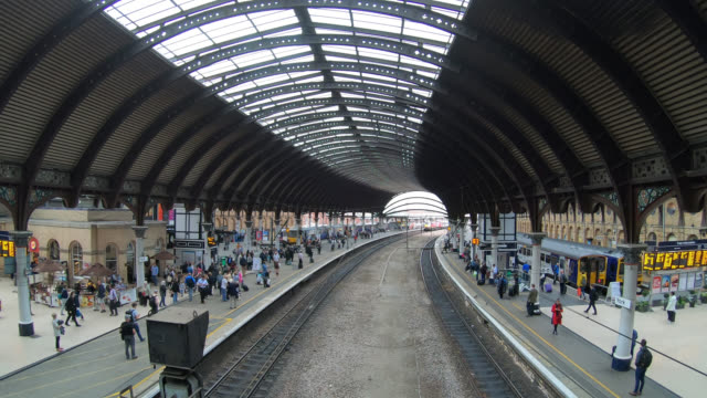 Timelapse York train station in York City, England, UK - vídeo