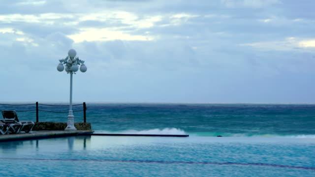 vidéos et rushes de time-lapse: lever de soleil sur une piscine avec vue sur l'océan - lieu sportif