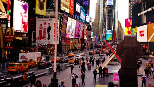 Times Square. Tag. Fly Kamera. – Video