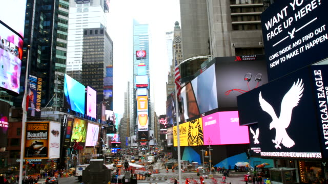 times square in new york - stadtviertel stock-videos und b-roll-filmmaterial