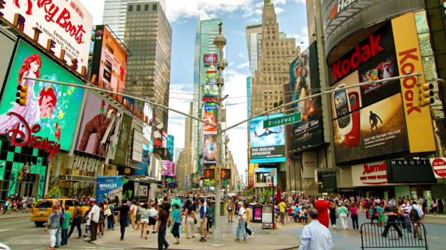 times square a new york - insegna commerciale video stock e b–roll