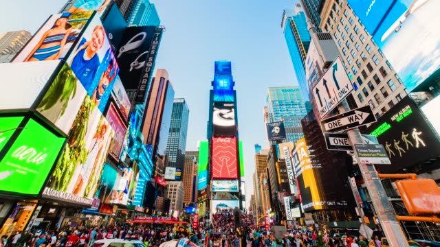 times square new york city sunset timelapse. - insegna commerciale video stock e b–roll