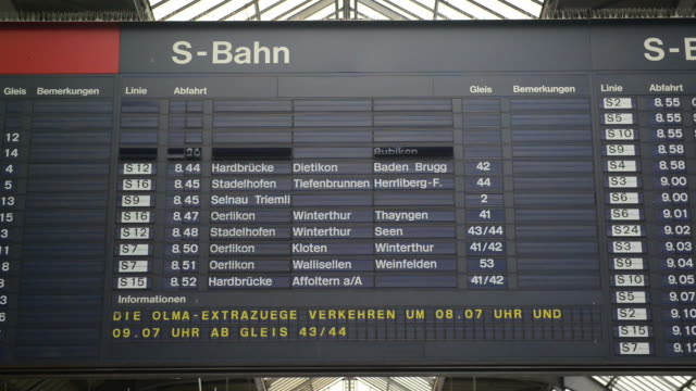 Timetable timelapse at Zurich Main Train Station