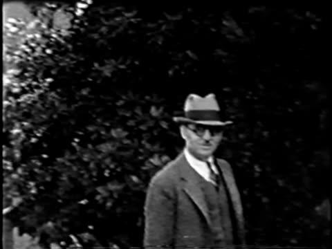 vidéos et rushes de extrémité de la casquette bonjour - chapeau