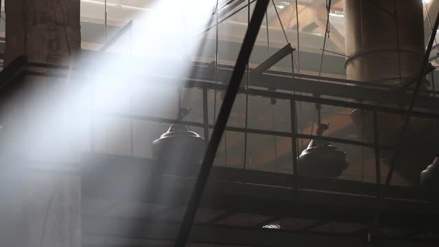 stockvideo's en b-roll-footage met banden op de transportband in de banden pers winkel - chemische fabriek