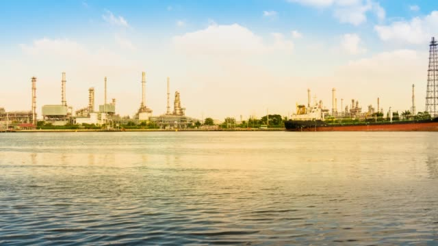TL:Oil refinery video