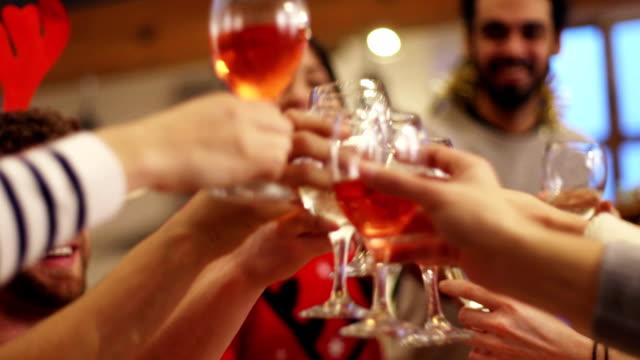 クリスマスに乾杯 - 親族会点の映像素材/bロール