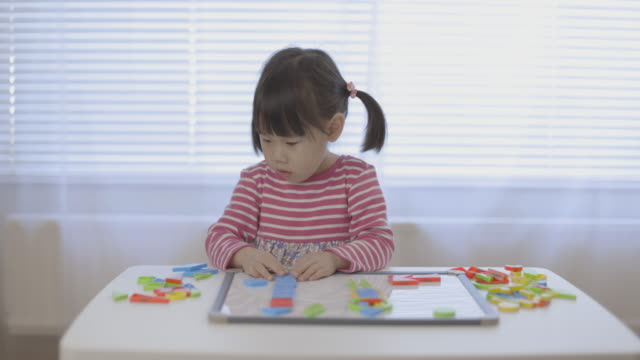 toddler baby girl play shape toy block for homeschooling video