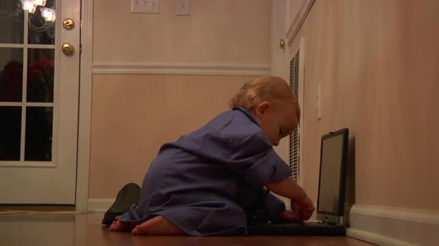 toddler medico - solo neonati maschi video stock e b–roll