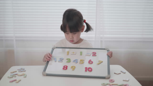 toddler girl leaning math at home video