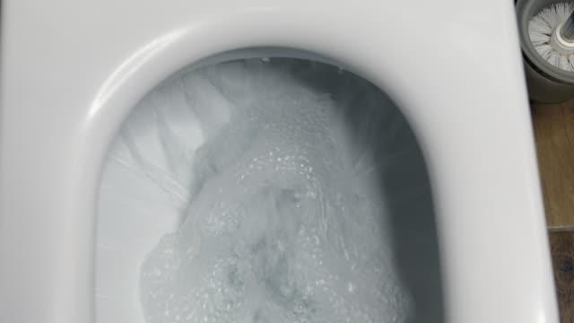 toalett, flushing vatten - dirty money bildbanksvideor och videomaterial från bakom kulisserna
