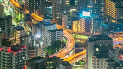 vidéos et rushes de ville de tokyo bouchent la route au laps de temps de nuit - autoroute