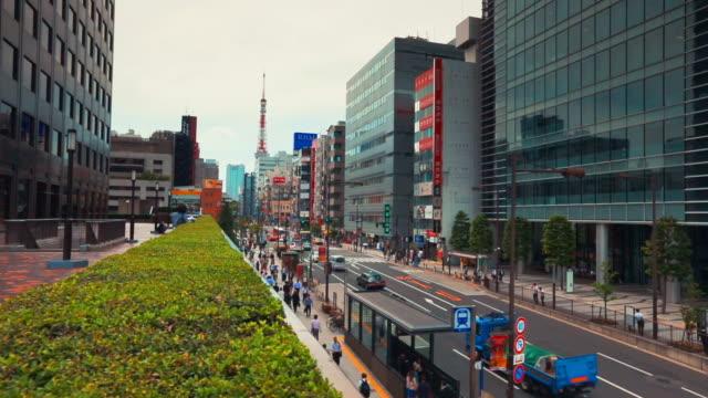 tokyo piede e veicolo di traffico nel quartiere daimon - daimon video stock e b–roll