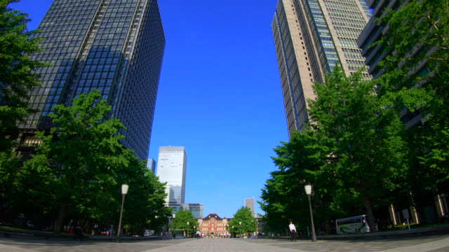 tokyo station direction seen from the otemachi square - проспект стоковые видео и кадры b-roll