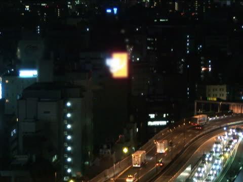 vidéos et rushes de tokyo trafic et la ville de nuit = pal - route surélevée