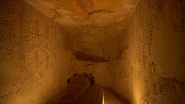 tomb with old wall paintings in ancient egypt ( luxor ). the tomb of sety ii - египет стоковые видео и кадры b-roll