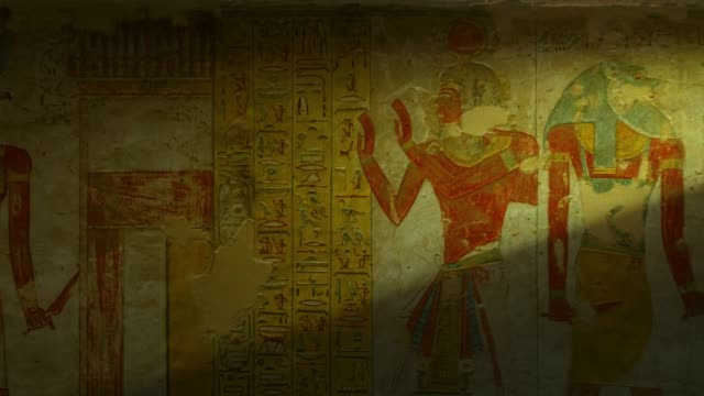 tomb with old wall paintings in ancient egypt. valley of the kings in luxor. - antica civiltà video stock e b–roll