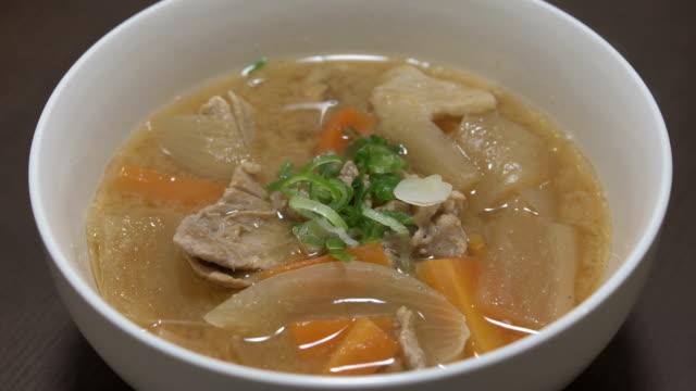 tonjiru, butajiru, 豚汁 - misosås bildbanksvideor och videomaterial från bakom kulisserna