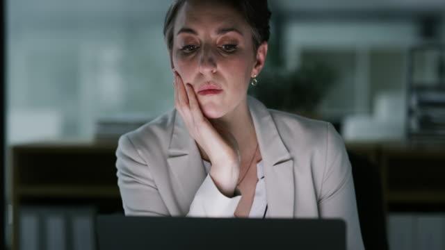 çok fazla geç gece bir fiyata gelir - burnout stok videoları ve detay görüntü çekimi
