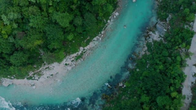 グランドキャニオンの野生の川空中ドローン トップダウン - 自生点の映像素材/bロール