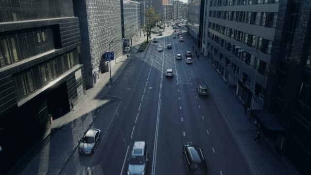 top down aerial drone tracking shot of of cars moving on freeway through city traffic at daytime. - europa wschodnia filmów i materiałów b-roll