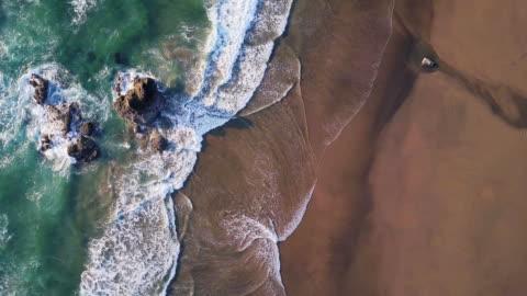 widok z lotu ptaka z góry na wybrzeże oregonu - piękno filmów i materiałów b-roll