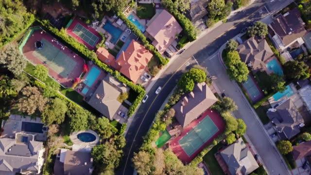 top down shot of affluent residential street - жилой район стоковые видео и кадры b-roll