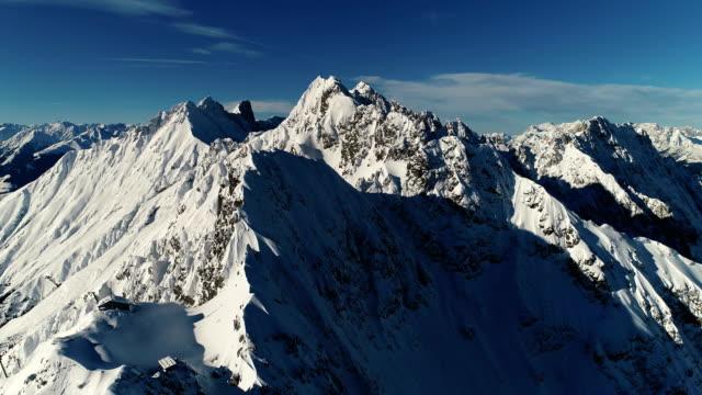 アルプスの空撮のトップ - 起伏の多い地形点の映像素材/bロール