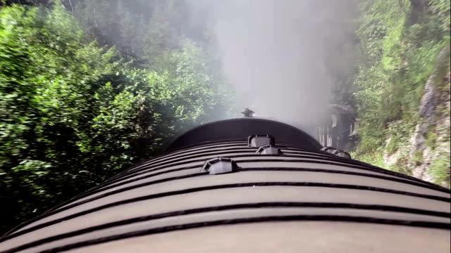 klipy wideo w jakości hd: góry pociągu - wagon kolejowy filmów i materiałów b-roll