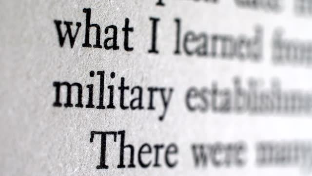 トップの秘密軍事文書 - クラシファイド広告点の映像素材/bロール