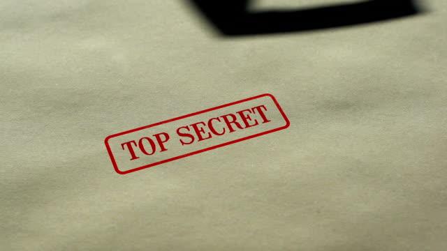 トップ シークレット シール用紙の背景にスタンプ、アクセス制限、閉鎖 - クラシファイド広告点の映像素材/bロール