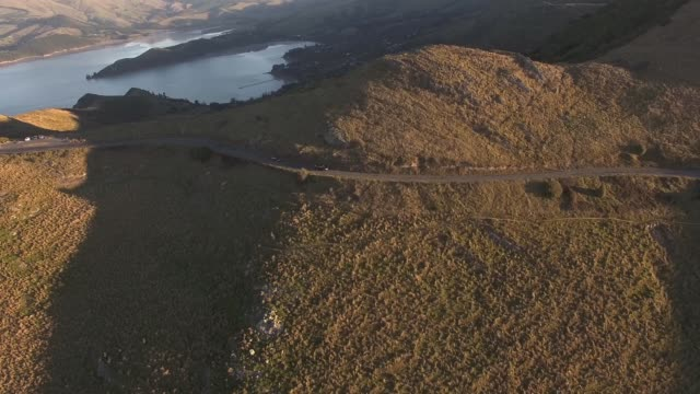 top view car and road on the hill, christchurch port hill - christchurch nuova zelanda video stock e b–roll