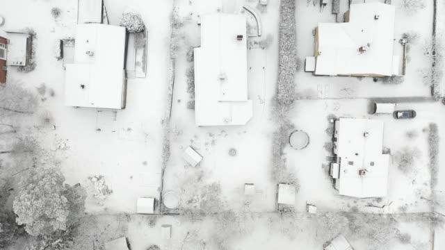 topp utsikt, flyger över villa området, vinter dag - sweden map bildbanksvideor och videomaterial från bakom kulisserna