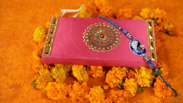 top vy över en blå påfågel rakhi för raksha bandhan fester-indian festival - ultra high definition television bildbanksvideor och videomaterial från bakom kulisserna