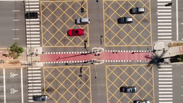 top view of faria lima x juscelino kubitschek avenue in sao paulo, brazil - проспект стоковые видео и кадры b-roll