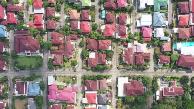 住宅団地の上面図。住宅地の空中風景 - community activism点の映像素材/bロール