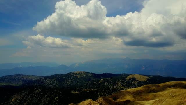 トルコのアナトリア中部にある tahtalı 山脈のトップ ビュー - デッキ点の映像素材/bロール