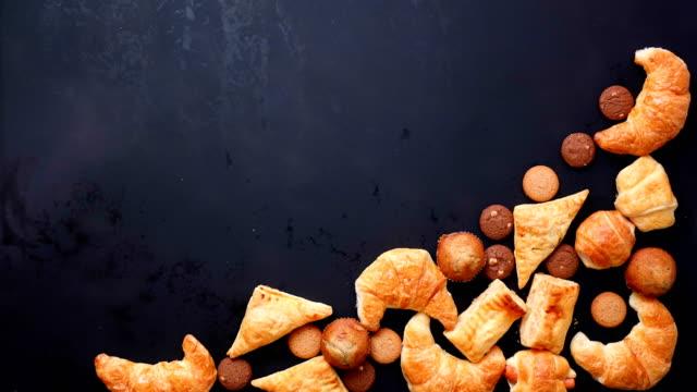 Vista superior parar movimento padaria comida no espaço, cópia de vídeo 4K - vídeo