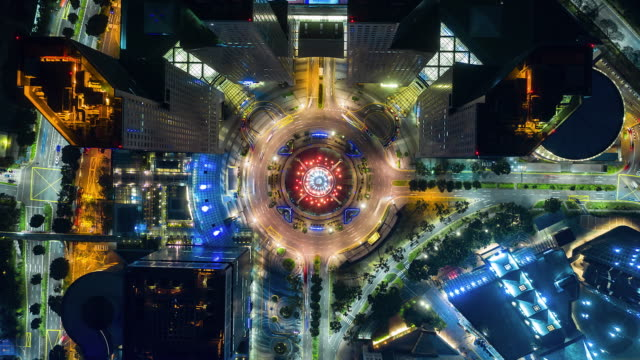 Top view Time lapse traffic in circle Fountain at night in Singapore city