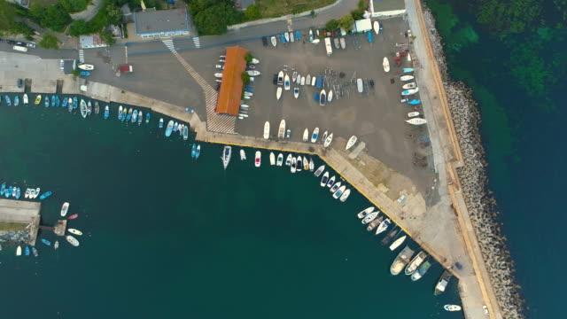 vídeos de stock e filmes b-roll de top view traditional fisherman harbor sunrise drone footage - fishman