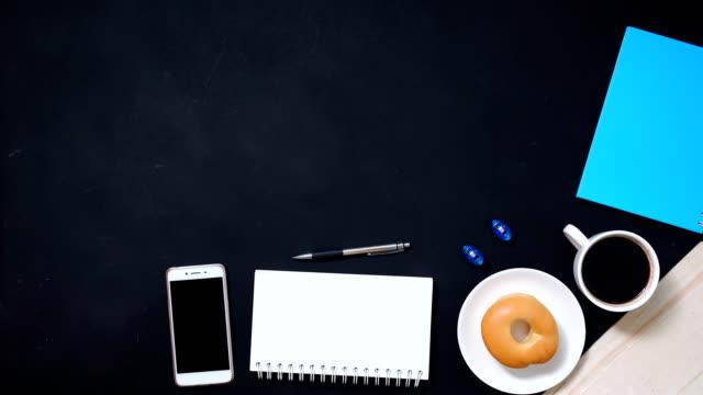 테이블, 4 k 비디오에 평면도 작업 도구 - 스톱 모션 스톡 비디오 및 b-롤 화면