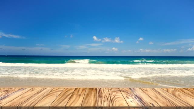vídeos y material grabado en eventos de stock de mejor perspectiva de textura de mesa de madera. en el fondo del mar de becch en el verano. - embarcadero