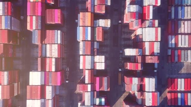 stockvideo's en b-roll-footage met topview van industriële haven container - perzische golfstaten