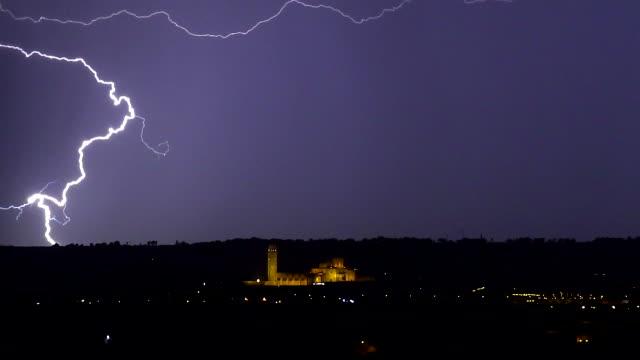 tormenta en la seu vella de lleida y ciudad de noche - lleida стоковые видео и кадры b-roll