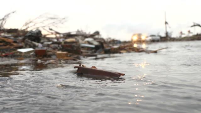 vidéos et rushes de tornadoe ravagé street - endommagé