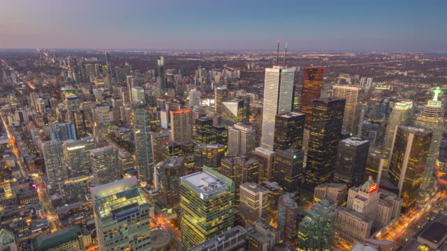 toronto, canada, timelapse  - downtown toronto from day to night - онтарио канада стоковые видео и кадры b-roll