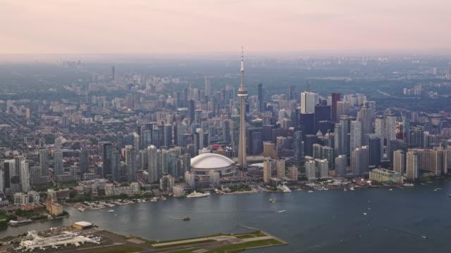 aerial toronto från inner harbour på lake ontario, kanada - strandnära bildbanksvideor och videomaterial från bakom kulisserna