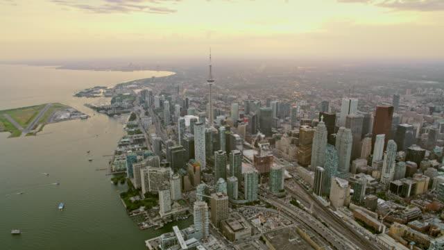 aerial toronto i ontario, kanada vid solnedgången - strandnära bildbanksvideor och videomaterial från bakom kulisserna